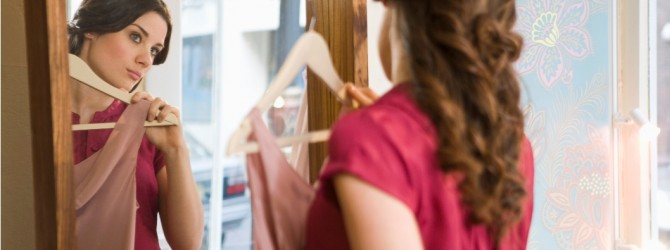 נשים צעירות עסוקות במראה, בספירת קלוריות ובאחוזי שומן